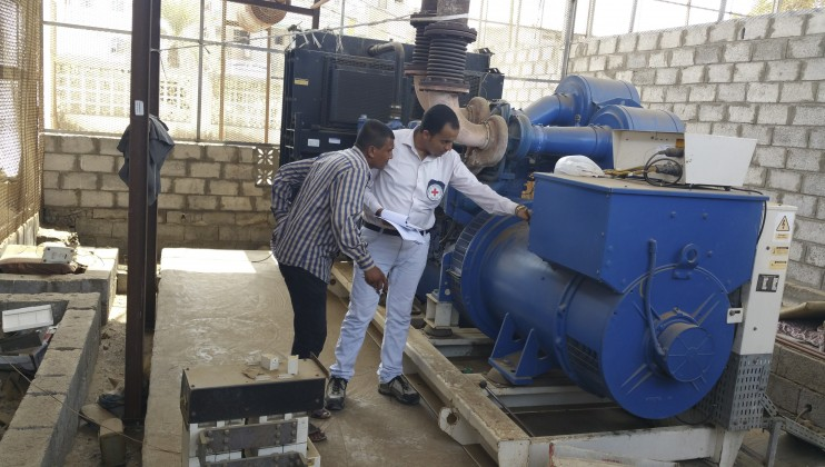 Al-Thawra hospital, Hodeida. An ICRC engineer checks the motor of a power generator.