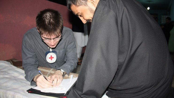 Detainees can receive news of their relatives and reply to them through Red Cross Messages. Jessica Barry/ICRC