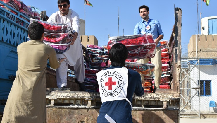 Winter kits distribution to detainees in Helmand province. ICRC/Ronan Guillou