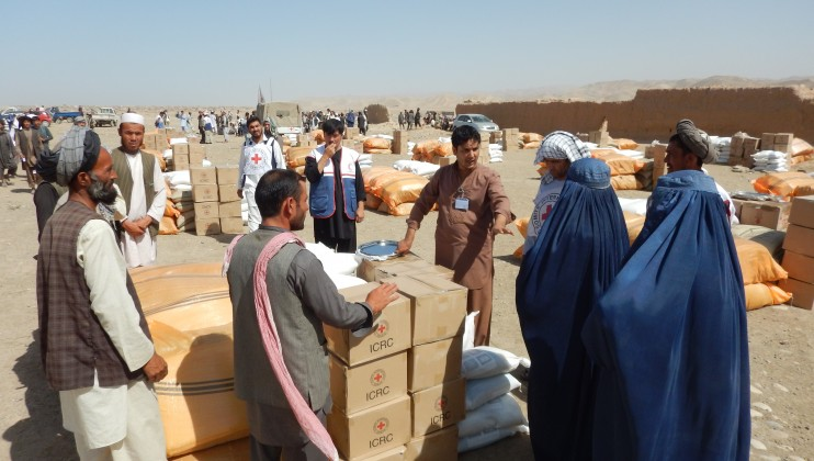 Food distribution to internally displaced people in Khoja Ghar district of Takhar province. ICRC