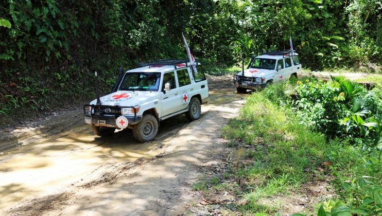 Vehículos del CICR se desplazan en zona rural de Norte de Santander, Colombia. Isabel Ortigosa/CICR