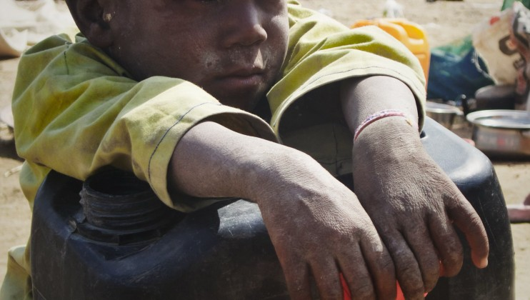 Muhammadu, 6 ans, est l'un des fils d'Usman Mohamed. Le camp de Teachers Village abrite de nombreux enfants, dont certains ont été déplacés plusieurs fois par le conflit en peu de temps.