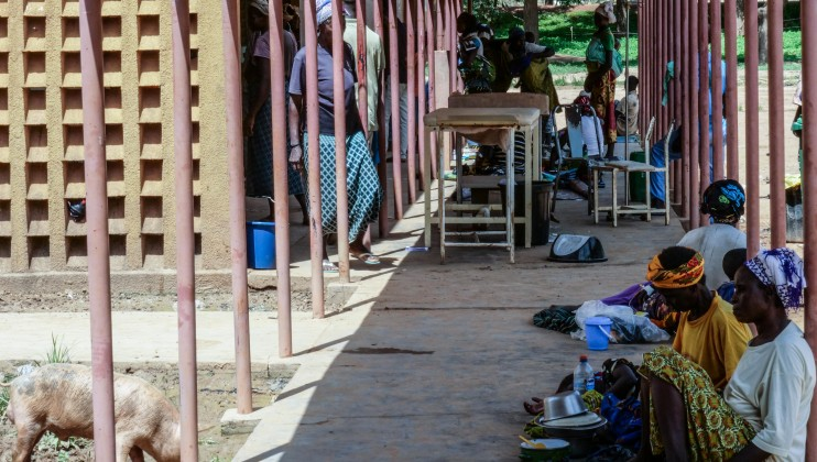 """Following the closure of several health centers in the province, the Barsalogho medical centre has three times more patients today than in 2018. There's not enough hospital beds and some patients receive care or have to sleep outside. """"We only have 12 beds for 50 people hospitalized,"""" says Dr. Bertrand Dibri, general practitioner at the Barsalogho medical center."""