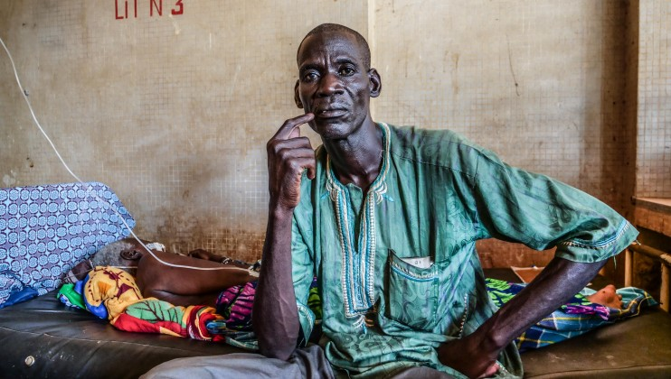 "Alidou Sawadogo, 52 years, comes from the village of Doffi. He traveled 25km on a motorcycle with his elderly mother, sick, in arms to go to the Barsalogho medical centre. The health center of his community was attacked and had to close. """"It's fear that triggered my mother's hypertension""."