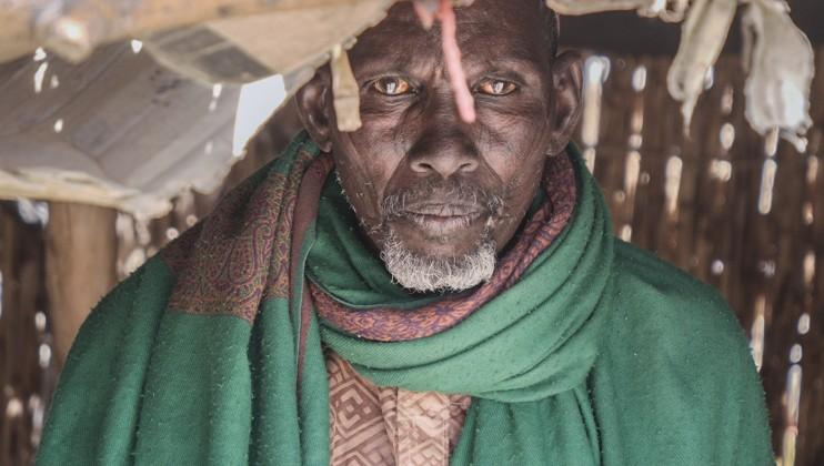 Maina Bodo, éleveur Rien n'est pire pour un berger que le fait de perdre toutes ses bêtes et de survivre grâce aux aides. Rien! Je vis dans l'angoisse. Je n'ai ni bétail, ni maison. Si je trouve un champ, je vais me sédentariser.