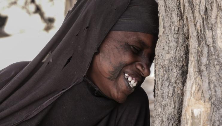 La fille de Maina Bodo garde le sourire malgré toutes les épreuves qu'ils ont traversées.