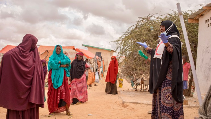 SRCS volunteers are also spreading COVID-19 prevention messages in IDP camps. IDP camp at Daynile district in Mogadishu. ICRC/Ismail Taxta