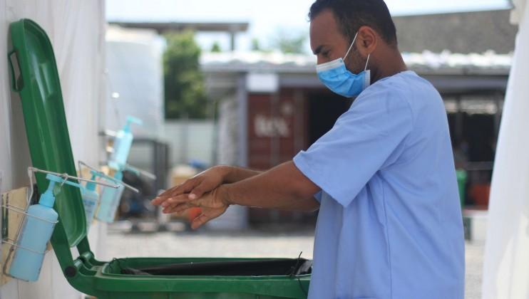 Yemen Hospital stills 3   staff washing hands
