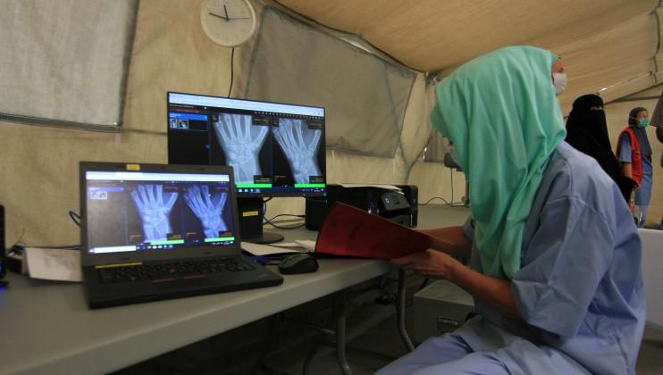 Yemen hospital stills 9   staff X ray